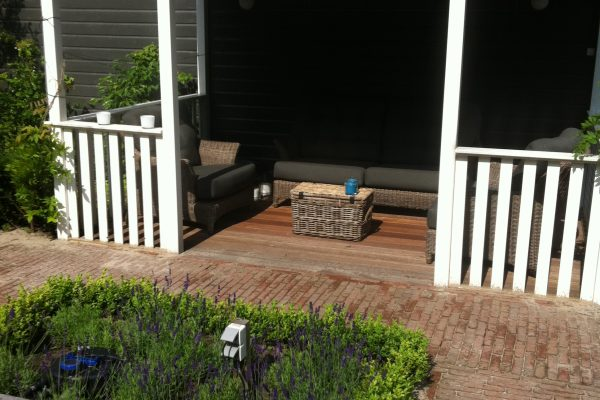 veranda bij vijver